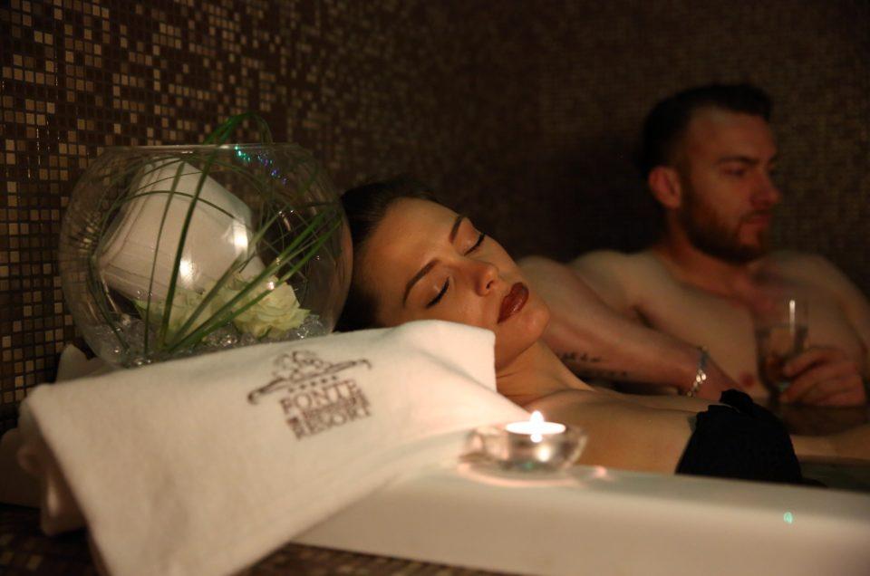 <strong>AROMA SPA </strong> - da € 190 <strong> a coppia </strong><p>Spa intera giornata con bagno a lume di candela e massaggio.