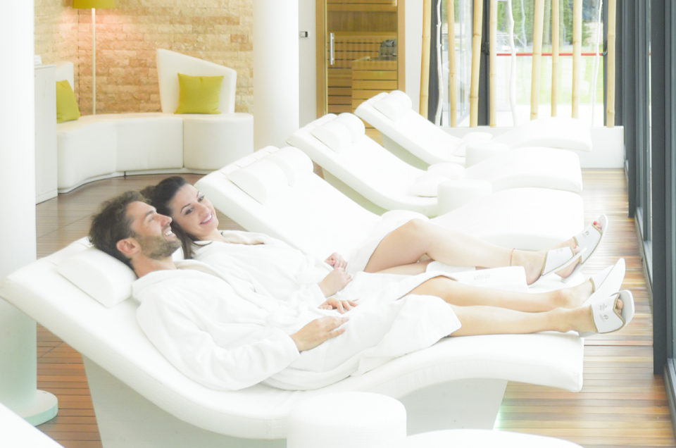 <strong>LONG RELAX</strong><p> 2 notti - da <strong> € 436 </strong> a coppia <p>Mezza pensione, accesso Spa, massaggio viso e corpo.